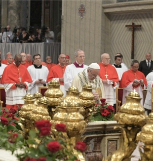 Papa Francesco alla messa del Concistoro