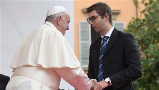 Papa Francesco con Davide Leardini, vicepresidente del consiglio studentesco