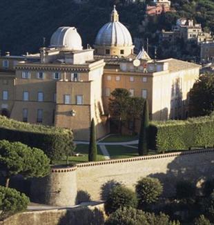 Castel Gandolfo con l'osservatorio della Specola Vaticana