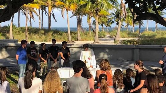 Crandon Park, la messa con father José Medina
